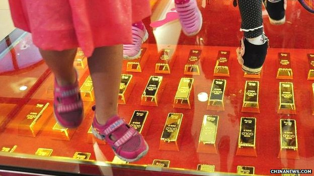 Shopping centre paves walk gold bars
